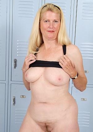 Free Moms Locker Room Porn Pictures