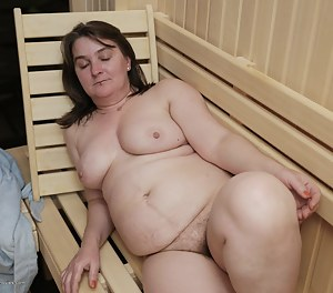Free Moms Sauna Porn Pictures
